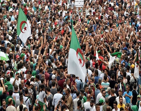 الجزائريون يتحدون الشرطة.. ويواصلون حراكهم الشعبي