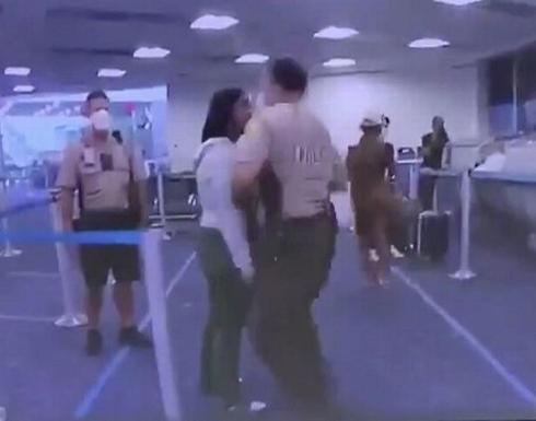 شاهد : ضابط شرطة امريكي يلكم إمراة سوداء على وجهها ويدفعها أرضا