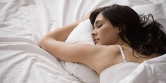 أفضل 10 طرق للنوم بشكل صحي والتخلص من الأرق