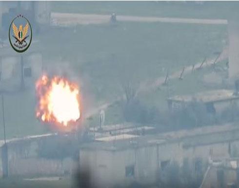 شاهد : تدمير سيارة عسكرية محملة بالعناصر والذخيرة لجيش الأسد بريف حماة الغربي