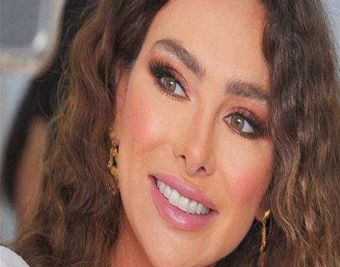 ستيفاني صليبا تدعم الليرة اللبنانية على طريقتها (صورة)