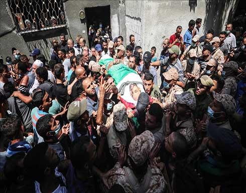 شاهد : تشييع جثمان شاب فلسطيني استشهد برصاص إسرائيلي