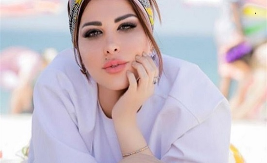 بالفيديو : بفستان أصفر .. شمس الكويتية تستعرض جمالها على إنستجرام