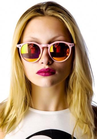 6498d6b40 بالصور: كيف تختارين النظارة الشمسية التي تناسب شكل وجهك ولون بشرتك ...