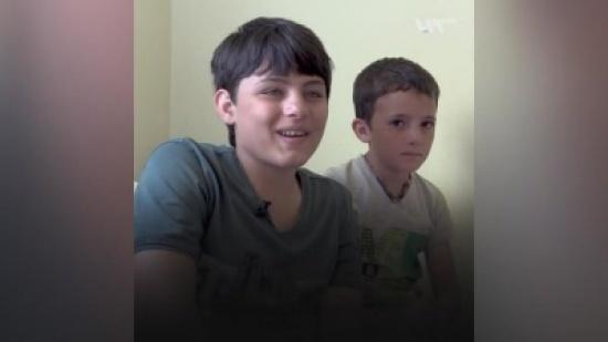 """العراق يستجيب لطفل """"معاق"""" تركته أمه بمخيم نازحين بسوريا"""