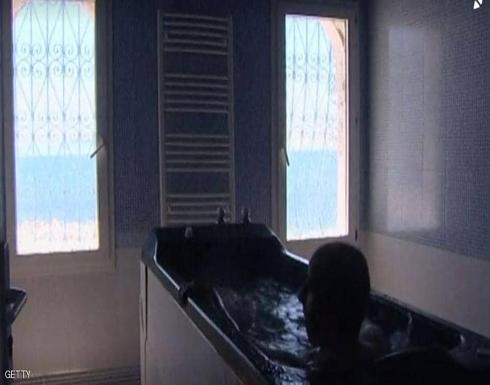 """حمام الوحل"".. نشاط رائج على شواطئ بلغاريا"
