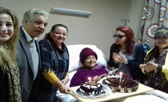 شاهد كيف هدد المستشفى مديحة يسري بالطرد بسبب تكلفة العلاج!