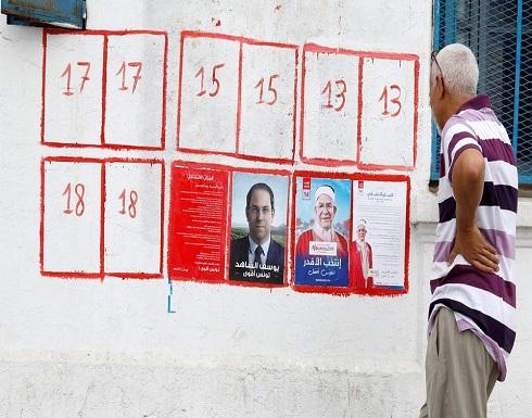 """من الرقص إلى الغناء.. """"كله يهون من أجل الناخب"""" في تونس"""