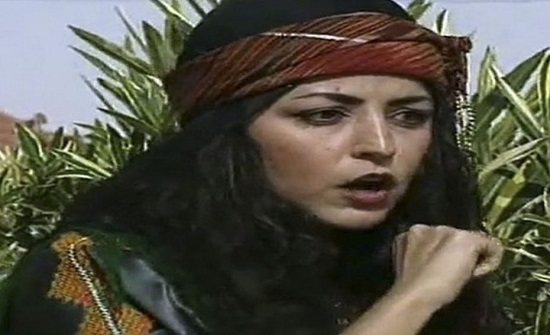 هل تتذكرون الفنانة السورية التي أدت دور زوينة في مسلسل جواهر؟.. شاهدوا بعد 25 عاما كيف أصبح شكلها!