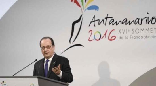 الرئيس الفرنسي يدعو الى رفع الحظر عن كوبا 'نهائيا'