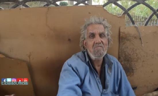 بالفيديو .. مشرد مصري مسن:  «الكلاب أحن عليّ من البني آدمين»