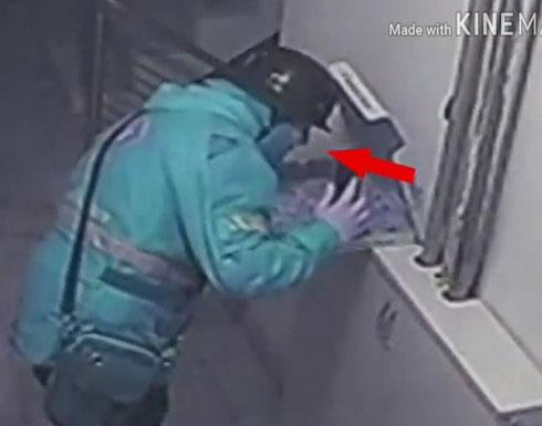 """بالفيديو : """"بصقة"""" تورط عامل توصيل بيتزا.. وسيلفي توثق"""