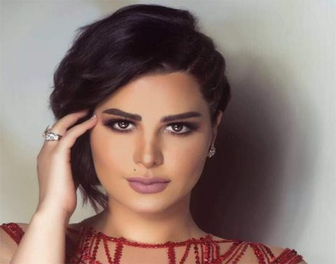 بالأسود الشفاف.. شاهد شمس الكويتية بإطلالة تبرز رشاقتها
