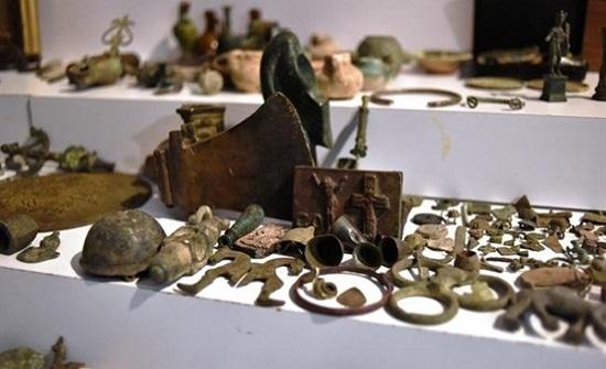 القبض على أردني يتاجر بالقطع الأثرية في مصر