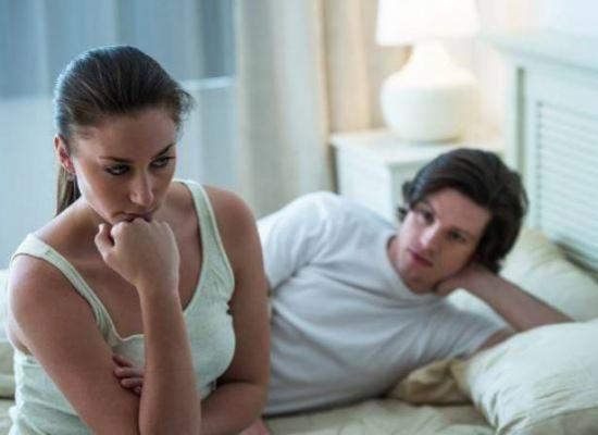 احذري هذه التصرفات قبل النّوم.. قد تدمّر زواجك!