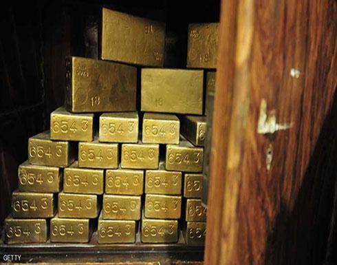 الذهب يتراجع مع انحسار تأثير هبوط الدولار