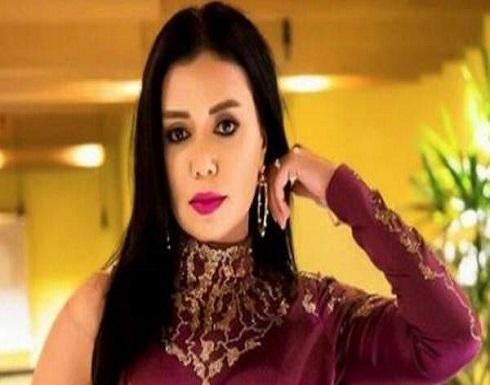 رد صادم من رانيا يوسف على إهانة معجبة لها بسبب فستانها الجريء