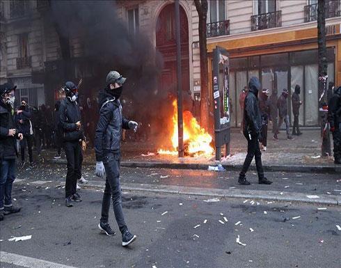 شاهد : متظاهرون ضد إصلاحات نظام التقاعد يغلقون متحف اللوفر في باريس