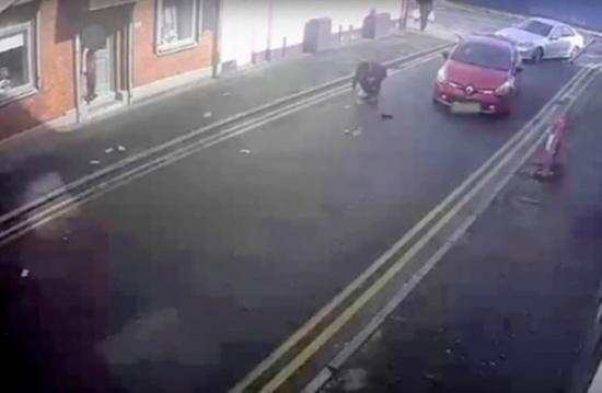 بالفيديو: لص يفلت من الشرطة...فتفضحه الرياح