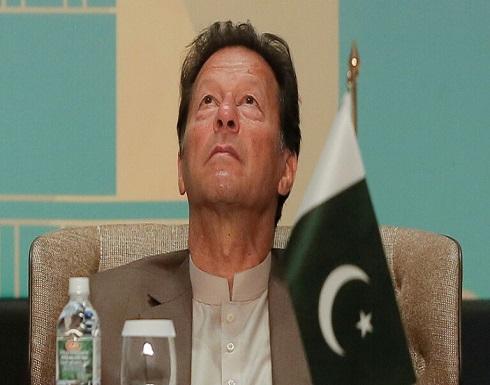 عمران خان يواجه انتقادات بعد عقد اجتماع رغم إصابته بكورونا