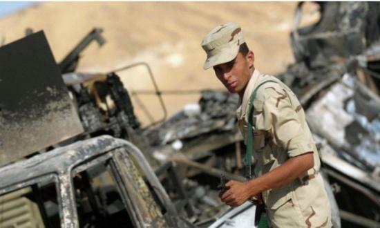 جندي بالعريش يستغيث من عدم تأمين الكمائن.. وشقيقه: الجيش يضحي بالعساكر