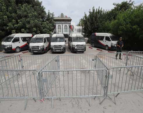 """قوات الأمن طوقته.. نواب تونسيون يعدلون عن التوجه للبرلمان بسبب """"التجييش"""" والمرزوقي يدعو لعودته"""