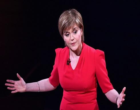 صورة لرئيسة وزراء اسكتلندا تدفعها للاعتذار