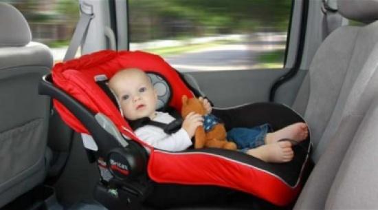 مقاعد الأطفال في السيارة... أخطاء شائعة وطرق علاجها
