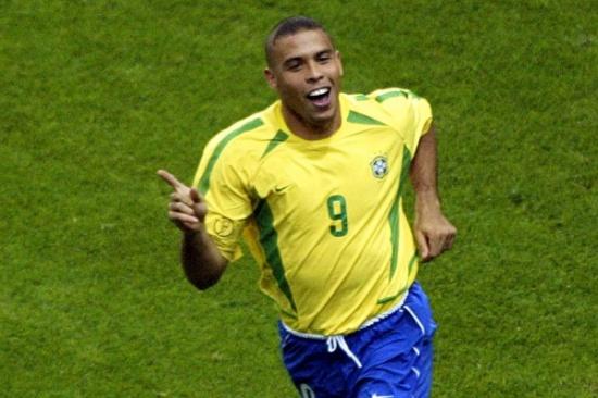 """""""شاهد"""" صور صادمة .. لن تُصدّقوا كيف أصبحَ شكل الأسطورة البرازيلي """"رونالدو"""""""