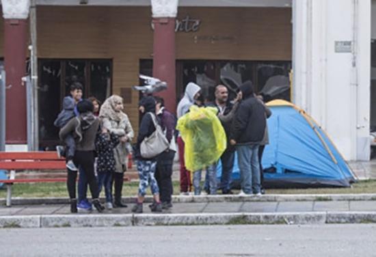 ألمانيا تُغري طالبي اللجوء بمبلغٍ مالي مقابل عودتهم!