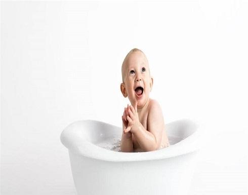 الاستحمام يومياً غير صحي للرضع