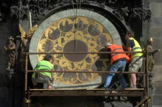 خير مهم عن الساعة الفلكية الشهيرة في براغ !