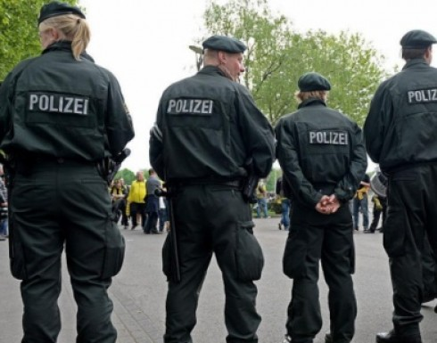 الشرطة الألمانية تحاصر مدرسة بعد تقرير عن وجود مسلح