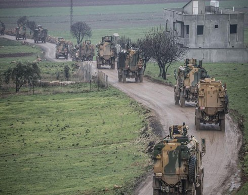 قصف تركي مكثف لمواقع قوات النظام السوري في بلدة النيرب بريف إدلب