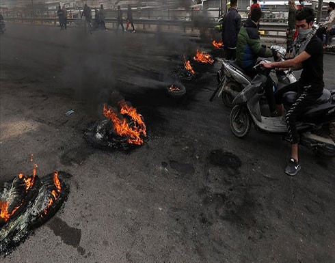 بالفيديو : محتجون عراقيون يقطعون طريقا يؤدي لمعبر حدودي مع إيران