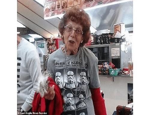 بعد علاج استمر 9 أيام.. شفاء بريطانية عمرها 94 عاما من كورونا وعودتها لمنزلها
