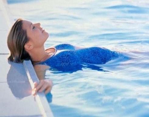 هل يمكن للحامل السباحة؟