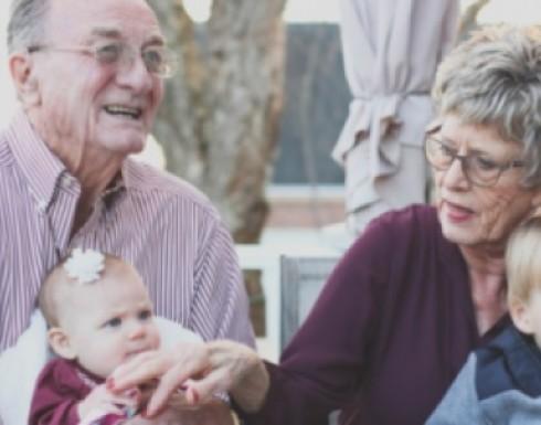 تعرفي على أهمية الجد والجدة في حياة طفلك