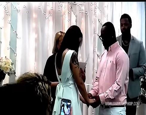 اعتراضا على العروس .. أب يدمر حفل زفاف ابنه ويضربه امام المعازيم | فيديو