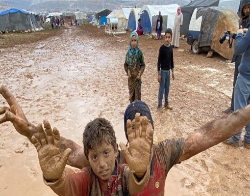 سوريا ومأساة اللجوء.. فيديو للقهر ومطر يزيد الطين بلة .. شاهد