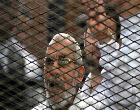 الحبس عاما لأكثر من 300 شخص بينهم مرشد الإخوان ونجل مرسي
