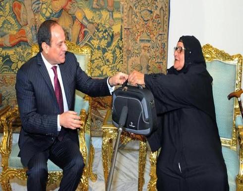"""سيدة مصرية عجوز تتبرع بثروتها لـ """"تحيا مصر"""""""