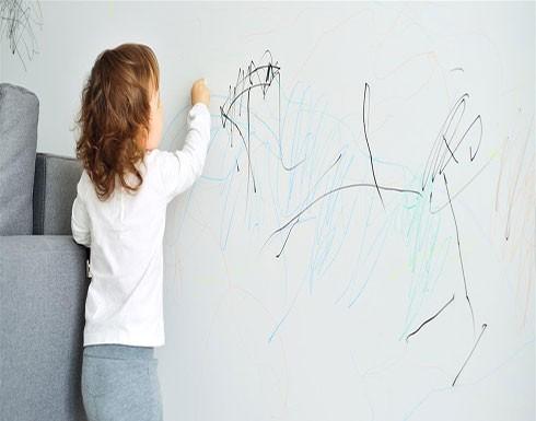 حركات غريبة يصدرها طفلك.. ما تفسيرها؟