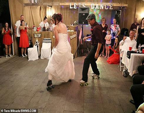 بالصور : عروس ووالدها يدهشان ضيوف حفل الزفاف برقصة على الزلاجات