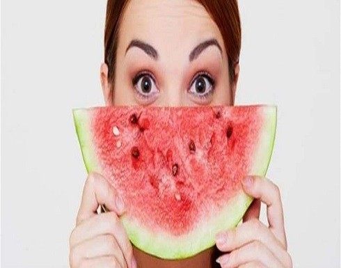 لزيادة نضارة الوجه جرّبي وصفات البطيخ