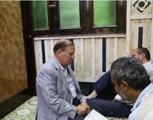 رئيس أركان أسبق بمصر يتوسل بالسيدة نفيسة (فيديو / صور)