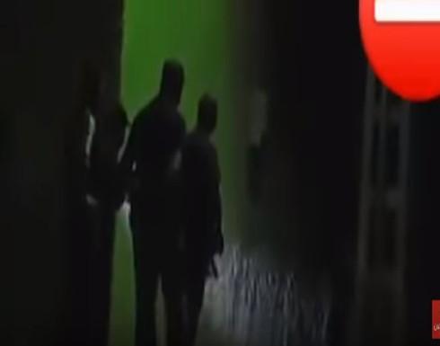 شاهد: بعد محاصرة 72 ساعة .. الأمن الجزائري يقتل شرطيًا قتل طليقته ووالديها
