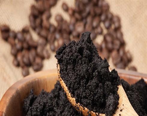 هكذا تصنعين منظفاً عميقاً للبشرة من بقايا القهوة