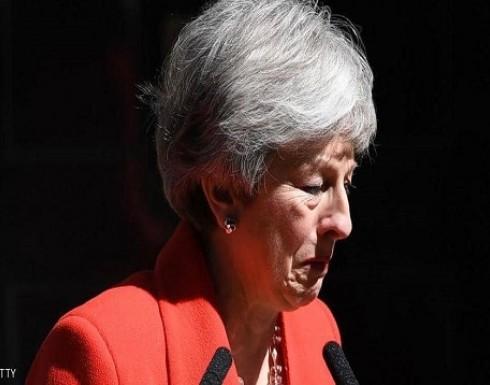 """بالفيديو.. تيريزا ماي تبكي على الملأ في """"لحظة الاستقالة"""""""