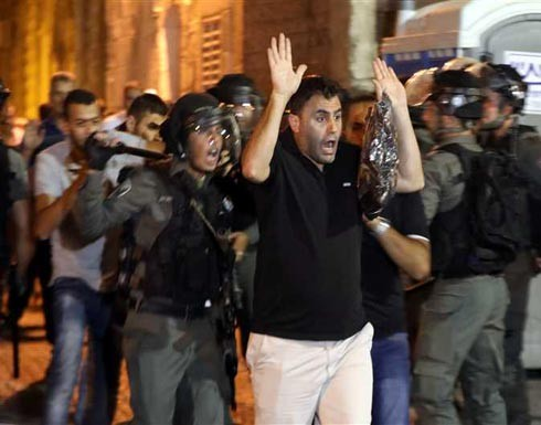 إصابات واعتقالات بقمع الاحتلال للمصلين بباب الأسباط (فيديو)